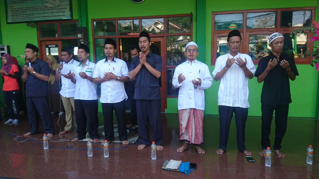 Istighotsah Guru, Karyawan dan Siswa SMK Wachid Hasjim Maduran